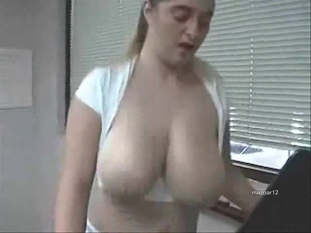 Bouncing Nude tits girls