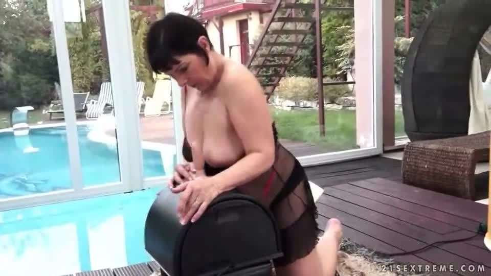 Bbw on sybian and fucked in the ass 2