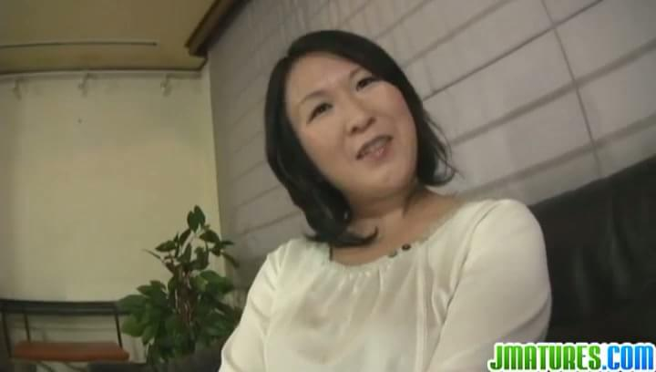 Chubby japanese mature fucks hard