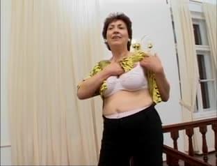 Chubby mature masturbates using the banana