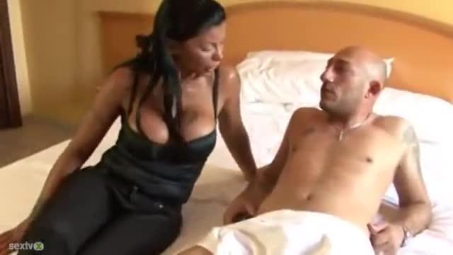 foto-video-klaudiya-sorrento-smotret-porno-onlayn-podruzhki-shalyat-snyal