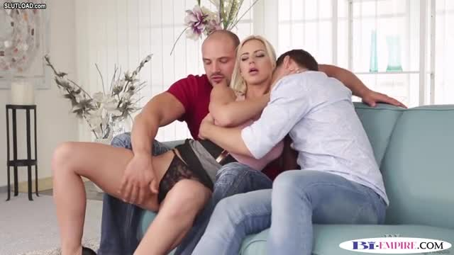 Cock loving studs spitroasting pretty babe