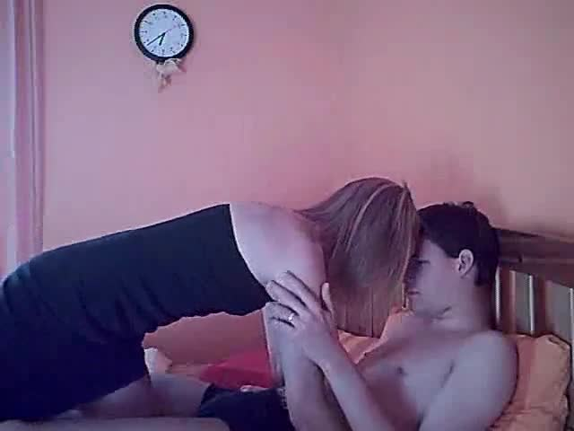 Homemade amateur couple fucking on the bed porn tube video 1