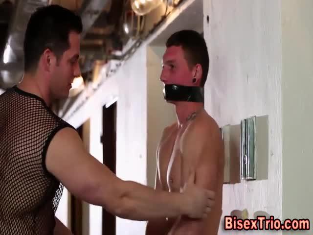 Bi cum swapping trio fuck