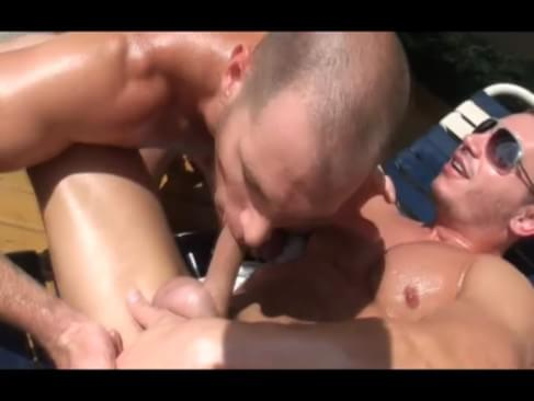 Straight Guy Gets Oily After Stripping