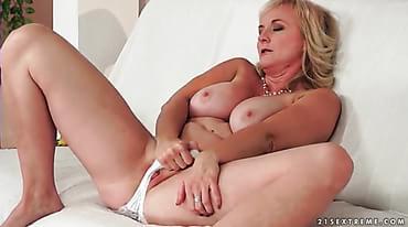 Mature blonde fingering