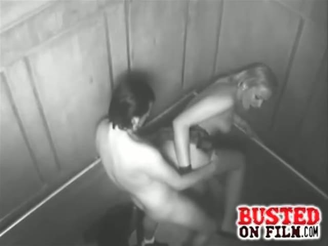 Порнно видео смотреть онлайн поймали в лифте и трах нули
