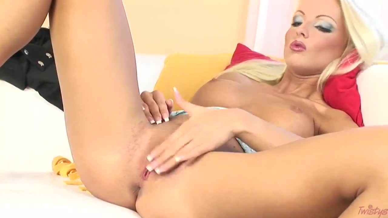 Euro blonde Veronika Symon masturbation