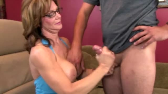Hot mom fucks karate teacher