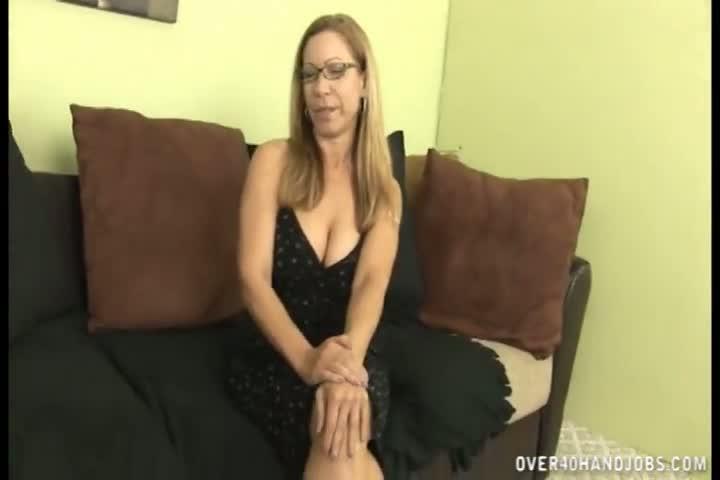 Порно видео дрочит парню член