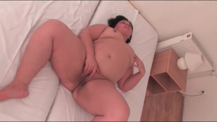 Shaved BBW Plays With Succulent