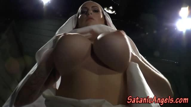 Internal explosion latina cum movies