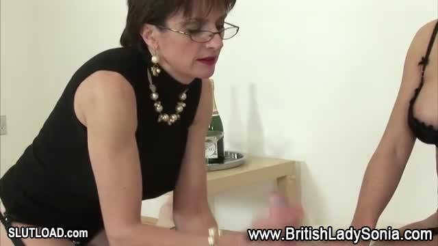 Lady sonia hand job