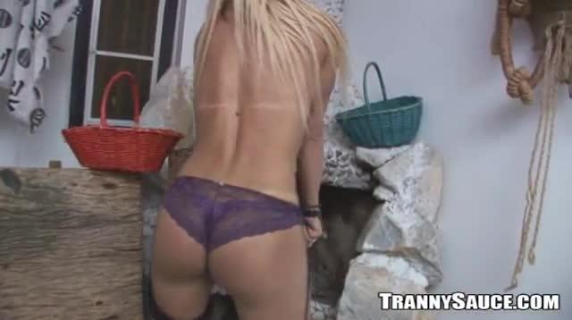 Jerking Off Tranny 31