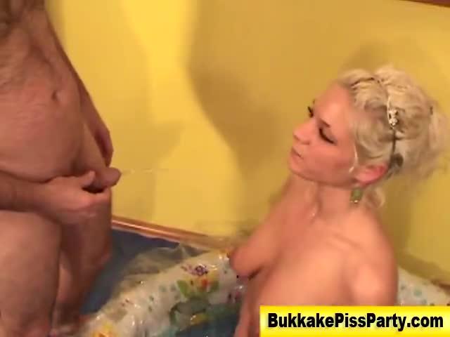 German sluts gets golden shower