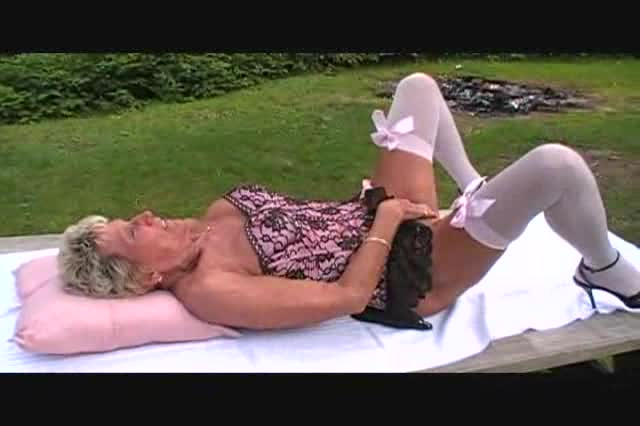 Sexy Outdoor granny sex nice ass