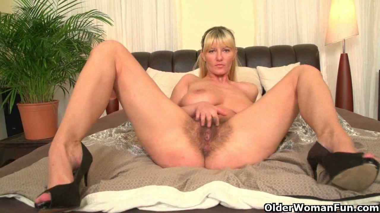 Nice hairy mature masturbating in bed