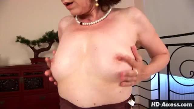 milf masturbation solo