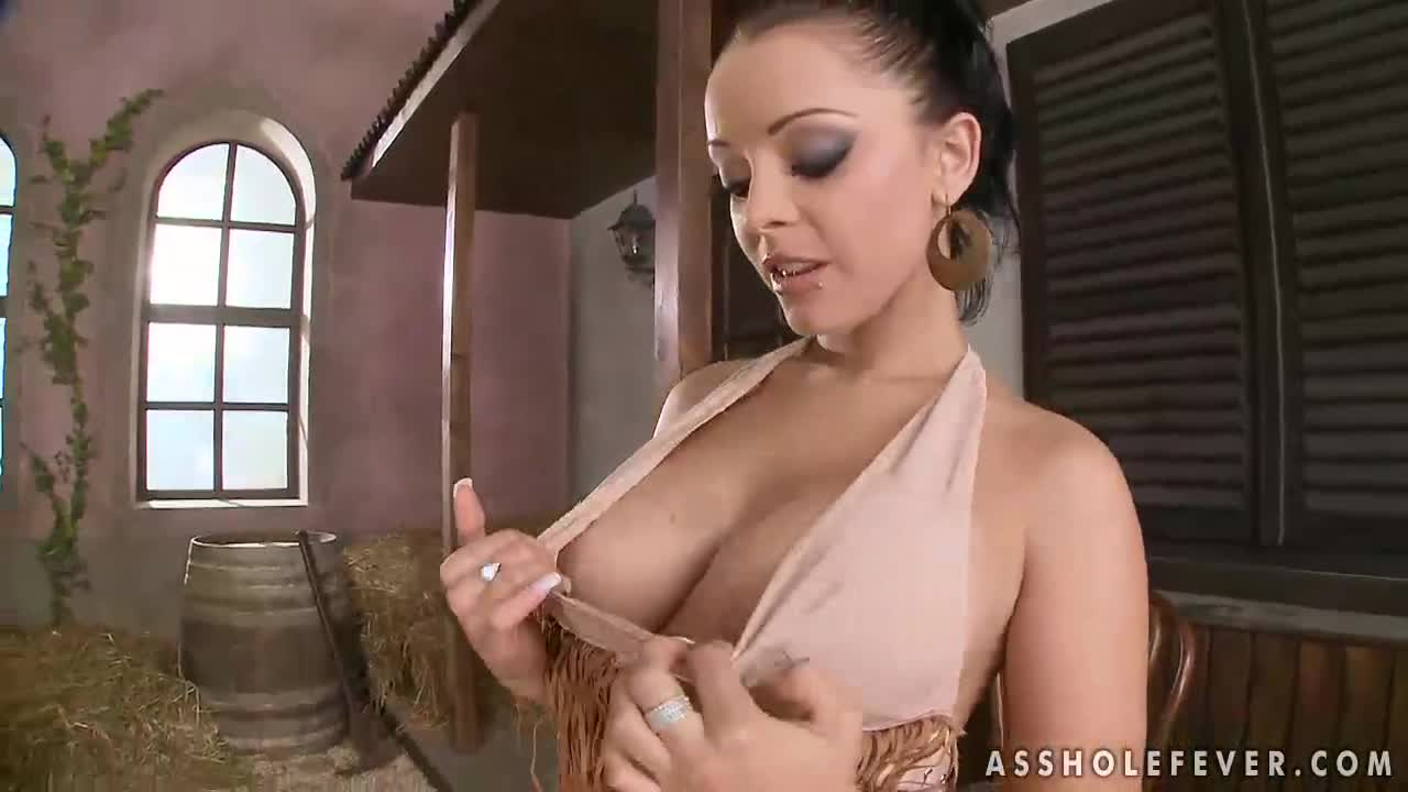 karola huge natural tits