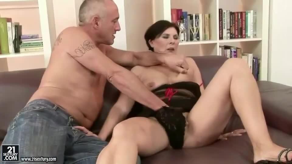 Bbw havig solo sex