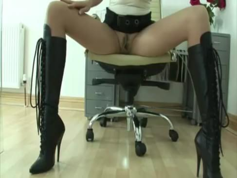 high heeled mature handjob Holly Hunter nude
