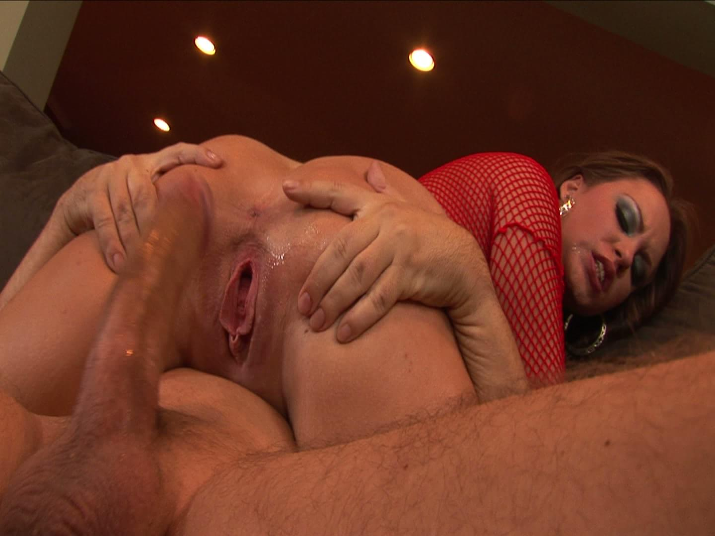 Housewife gets her pussy pounded