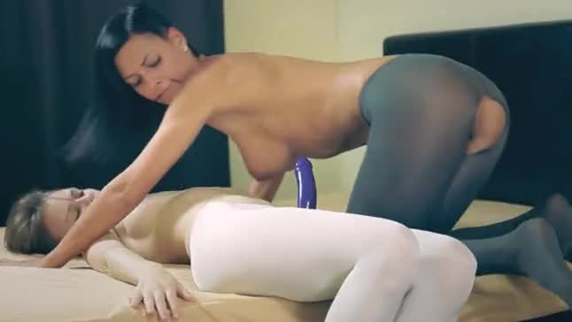 Lexbians in pantyhose