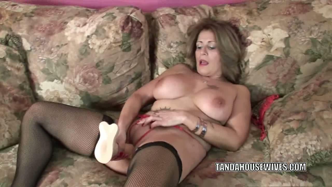 Mature slut sandie marquez plays with her latina pussy 7