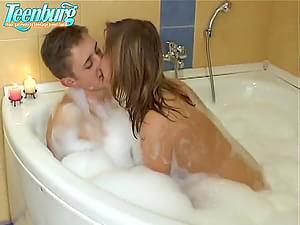 Couple fuck in bath tub
