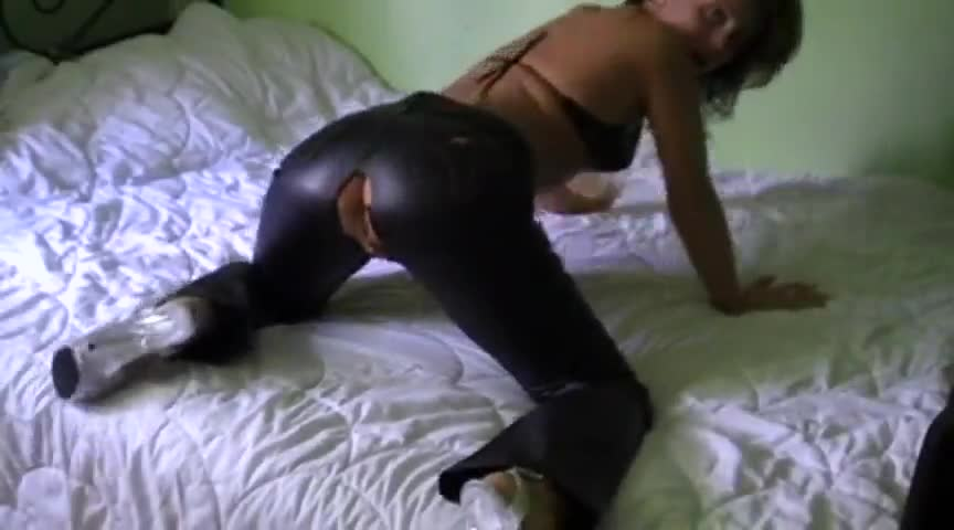 Amateur leather fuck