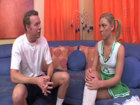 cheerleader girl fuck football player