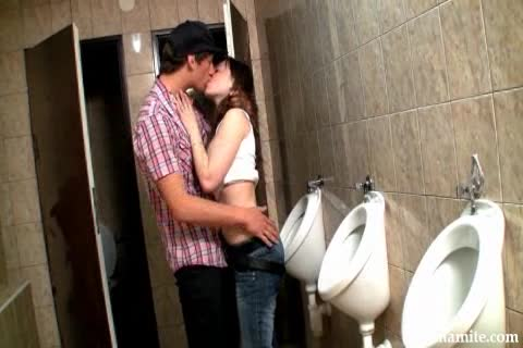 girl fuckin in bathroom