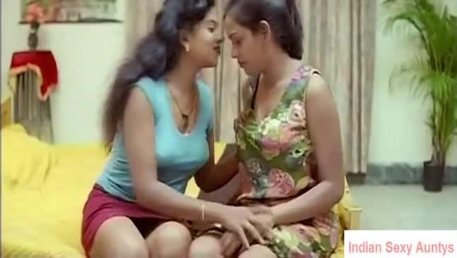 Facesitting lesbian porn vid