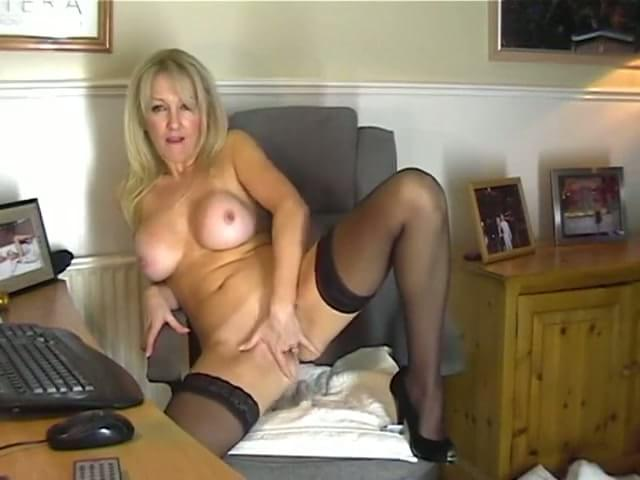 Mom In Pantyhose Showing