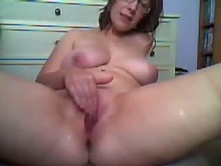 Sexy mom fingering self