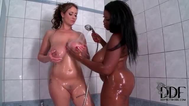 Desi hot girl boobs