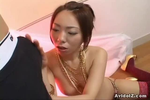 Masturbate on mommas legs