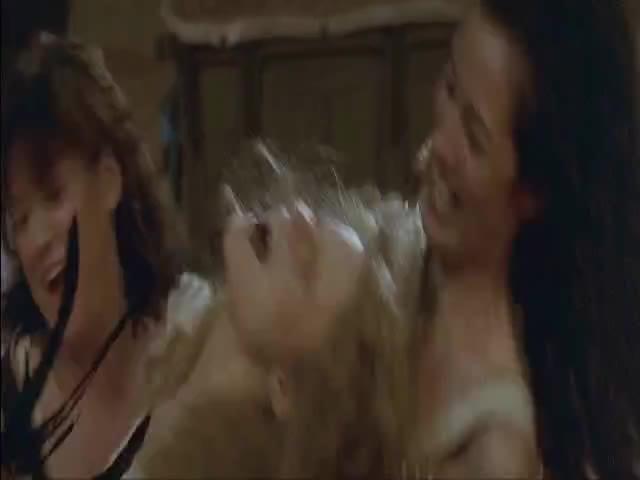 Jennifer jason leigh lesbian porn images