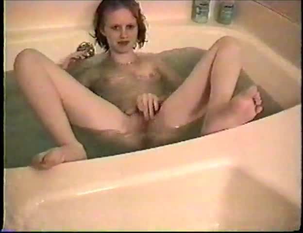 Blonde bathtub masturbation