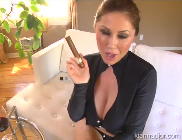 Kianna dior smoking