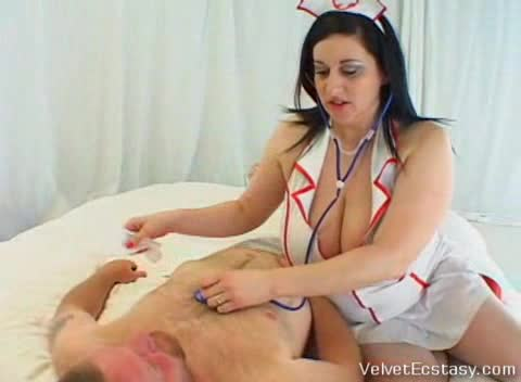 Man kiss pussy naked girl