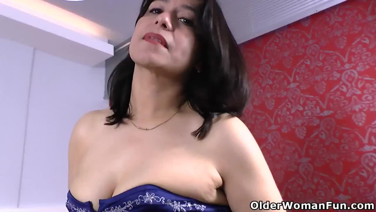 Latina milf anabella loves orgasmic nipple play