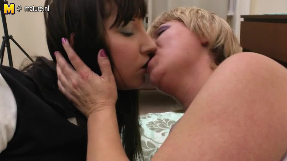 moms lesbo friend jpg 853x1280