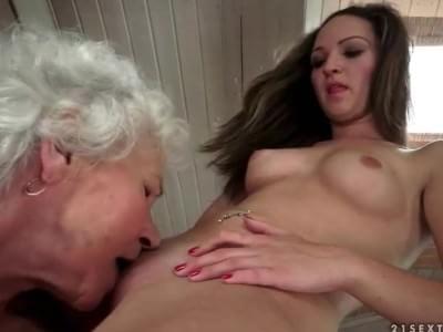 Mature milf granny wife spread pussy