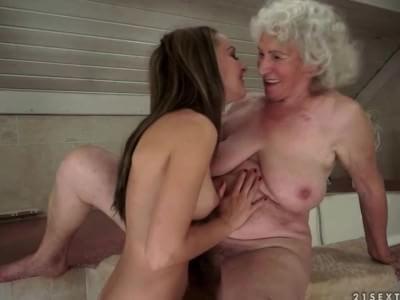 Granny live sex cam