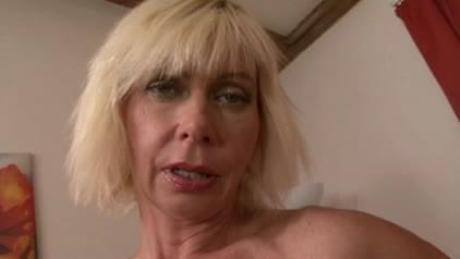 Mature anal whore