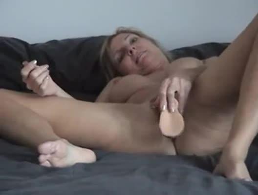 amanda peets on the bed naked
