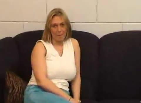 femme tunisienne porte mini jupe