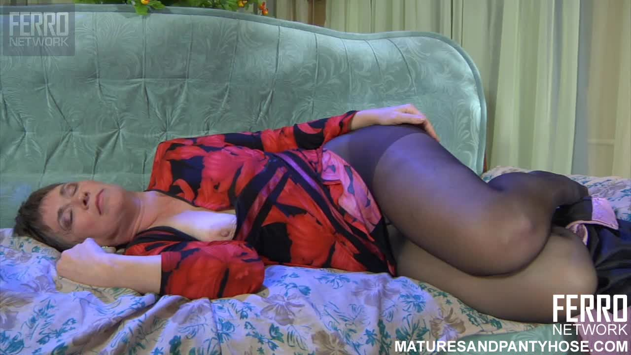 aunt pantyhose Search - XNXXCOM