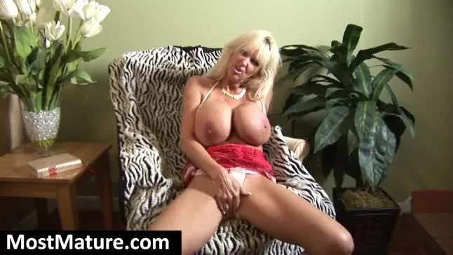 Fake Tits Mature 79